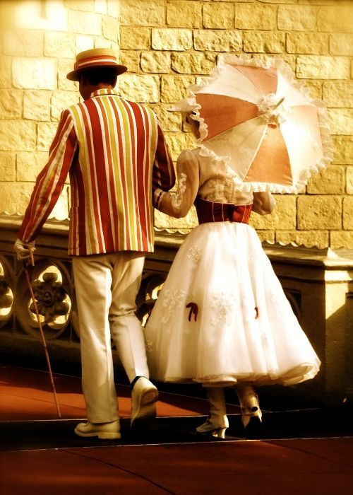 :) it's a jolly holiday with mary: Disney Movies, Mary Poppins, Cute Couple, Disney World Pictures, Couple Halloween Costumes, Couple Costumes, Awesome Costumes, Favorite Movie, Costumes Ideas