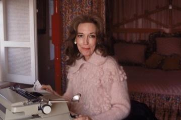 Cosmopolitan Editor Helen Gurley Brown Dead at 90.   http://blogs.wsj.com/speakeasy/2012/08/13/cosmo-editor-helen-gurley-brown-dead-at-90/#?tw_p=twt