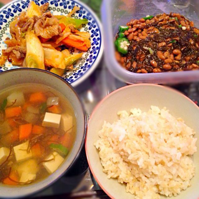 1/28の夕ご飯豚キムチ、オクラもずく納豆、モズクスープ、玄米です! - 3件のもぐもぐ - 豚キムチ! by Marietty