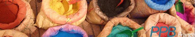 Dans le bâtiment : pour la coloration d'enduit extérieur, ciment, chaux, joints de carrelages, différentes peintures, carreaux de ciment.  En décoration : intérieure ou extérieure (murale, sur bois ou sur fer), les badigeons et laits de chaux, les glacis, cires, patines, peintures (à l'huile ou à l'eau), teinture des tissus, coloration de pâte à sel, plâtre, terre cuite, fresque, stuc, tadelakt...