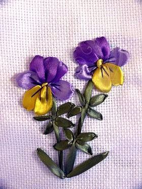 une joli fleur au ruban