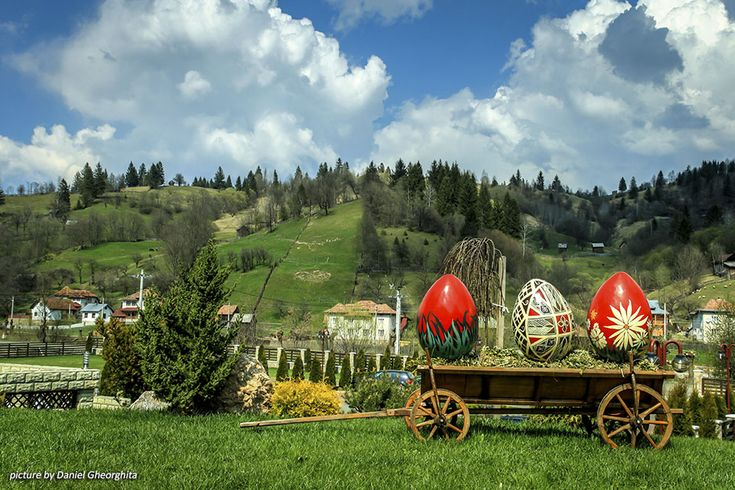 Enjoy the old religious traditions of the Romanian Easter, discover some of the most beautiful customs related to this celebration.