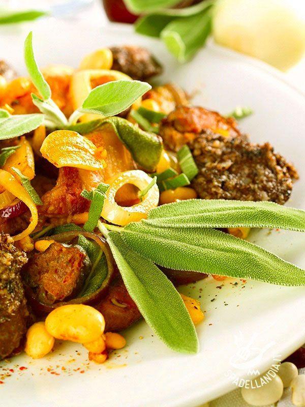 Ecco gli Straccetti di maiale con fagioli piccanti: una ricetta gustosissima e facile da preparare, ideale per fare un bel pieno di proteine.