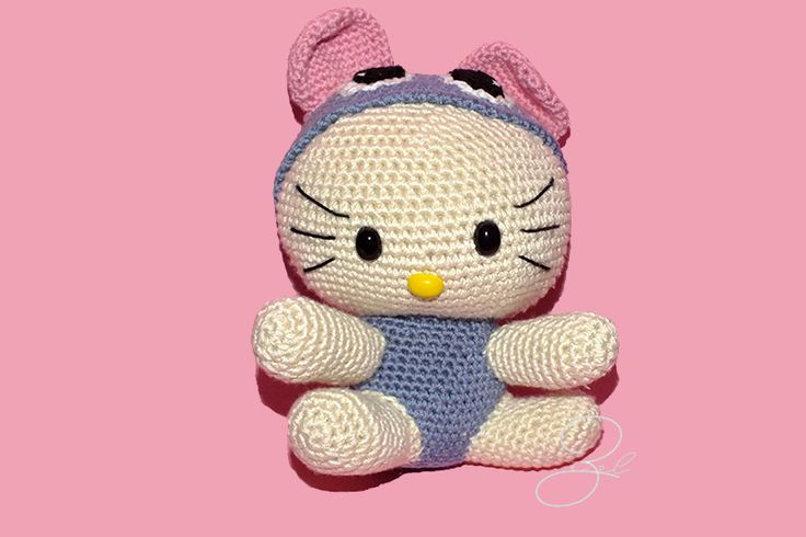 Amigurumi kitty with mouse costume based on Havva Ünlü's pattern