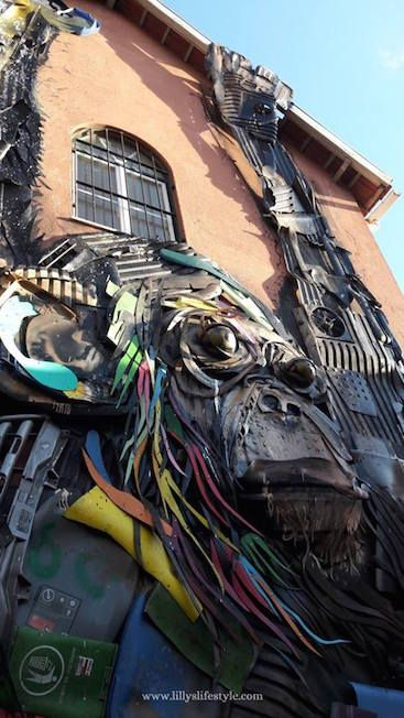 A Lisbona i rifiuti sono arte tra le mani di Bordalo II  #bordaloII #streetart #streetartlisbon #arteurbana  #lisbona #portugal #visitlisbon #visitlisboa #visitportugal #sharelisboa #viverealisbona  #italianialisbona #vivereinportogallo #portogallo #alisbonaconlilly #lisbon #lisboa #lisbonne #lisbonacuriosa #lisbonanonturistica #lillyslifestyle #lisbonsecret #vacanzalisbona