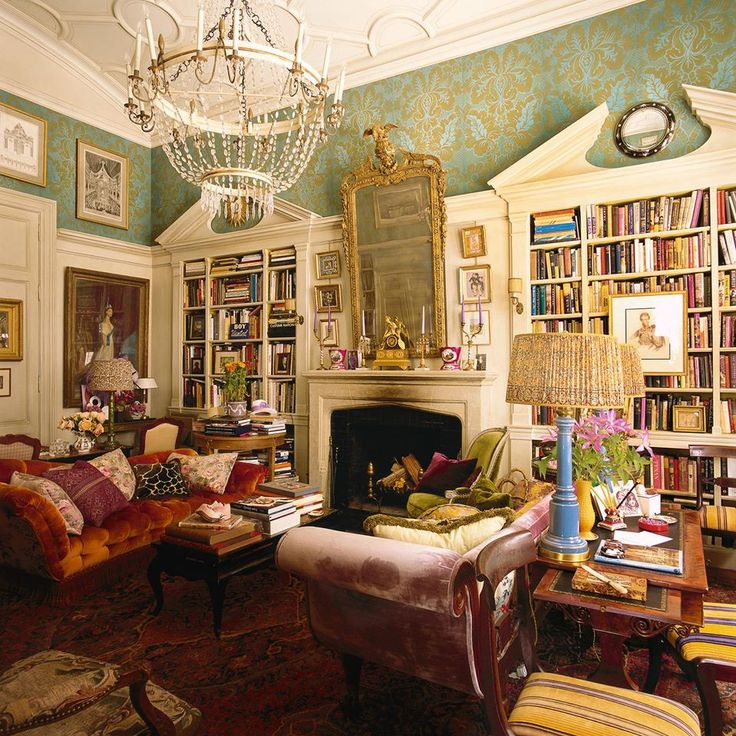 New York apartment of Vogue editor Hamish Bowles in the November 2014 issue of World of Interiors.