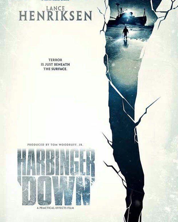 950219 دانلود فیلم Harbinger Down (2015) 720 & 1080 BluRay  گروهی از دانشجویان برای تحقیق بیشتر در مورد علت گرم شدن کره زمین یک قایق ماهیگیری اجاره می کنند تا با آن به دریا بروند و از نزدیک در مورد آب شدن یخچال های طبیعی تحقیق کنند اما چیزی در میان یخ ها می بینند که ..k