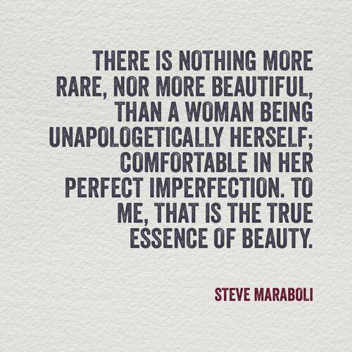 No hay nada mas raro, ni mas hermoso, que una mujer siendo ella misma sin remordimientos, cómoda en su perfecta imperfección. Para mi, esa es la verdadera esencia de la belleza. #frases #citas