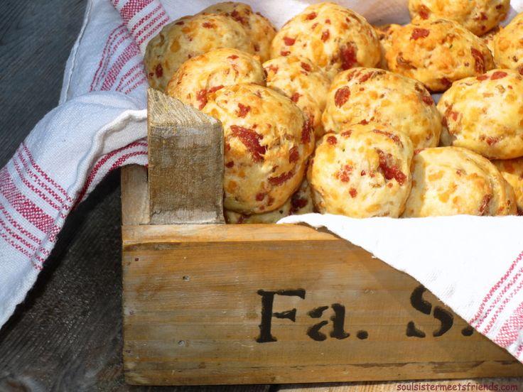 Diese sensationellen Mini-Brötchen sind ein heißgeliebtes Familien-Rezept und sorgen auf Partys, Picknicks oder auch mal einfach so ...