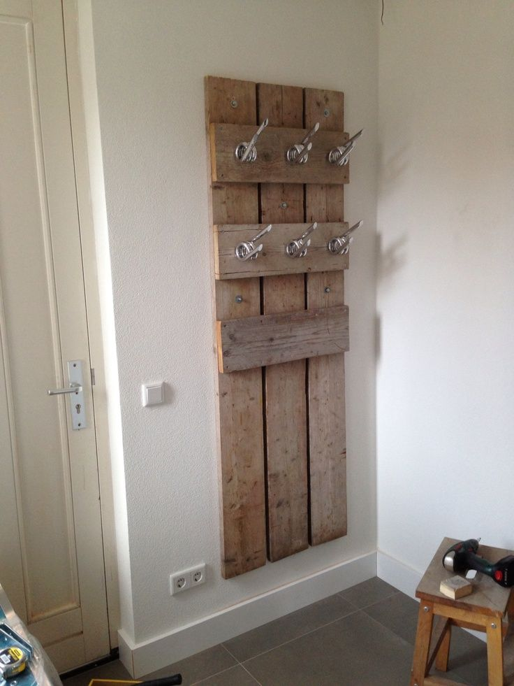 #palletportion recreated into a wonderful and rustic hat, scarf and coat rack.  peg create steigerhout