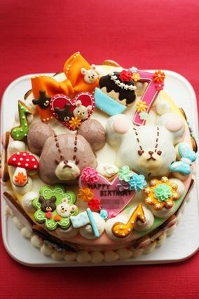 クッキーを使って、ジャッキーとデイビッドのお誕生日ケーキ。これもまたとっても可愛い♡ 【レシピブログ】