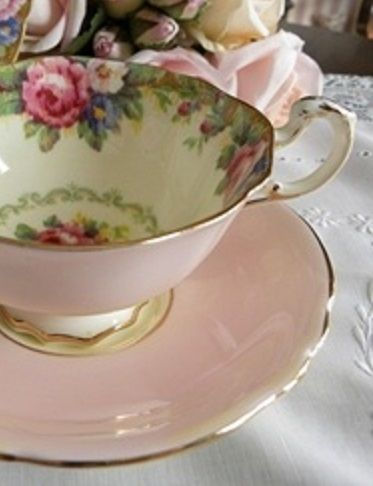 Beautiful Vintage Tea Cup and Saucer