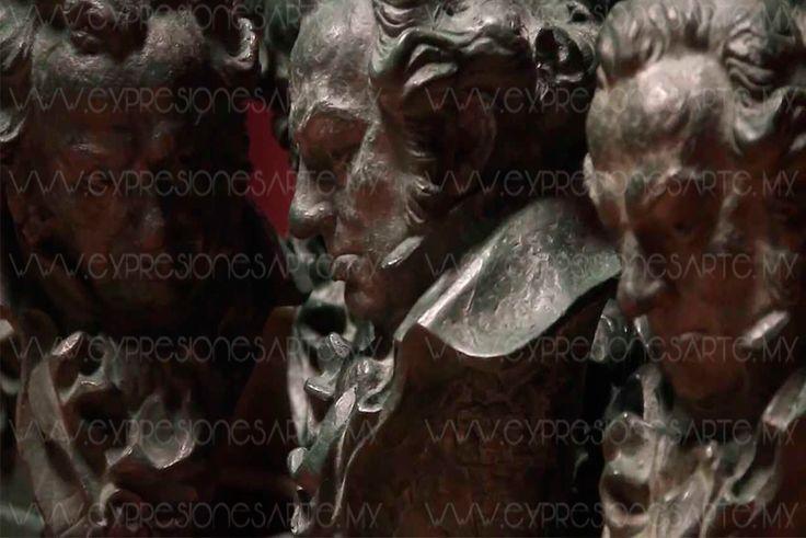 El hombre dijo ser empleado de una empresa encargada de realizar la gala Después del robo de joyas durante la 31 entrega de los Premios Goya, un trabajador de la gala se entregó a la policía como autor del robo y ha devuelto las piezas sustraídas, según informaron fuentes policiales. Acompañado de un abogado el trabajador acudió a la comisaría madrileña de San Blas para devolver las joyas y confesar que había sido el autor del robo de los cuatro juegos de gemelos, una sortija y unos…
