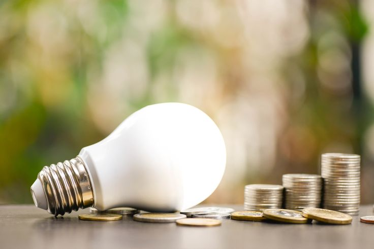 Du hängst noch immer an deiner guten alten Glühbirne und kennst LED-Lampen nur von der Lichterkette an Weihnachten?  - Doch sie haben viel mehr drauf als Du denkst: Die meist vergleichsweise kleinen Lampen haben einige Vorteile, nicht nur den energiehungrigen Glühbirnen, sondern auch den Energiesparlampen gegenüber. Erfahre mehr auf unserem neuen Blog!