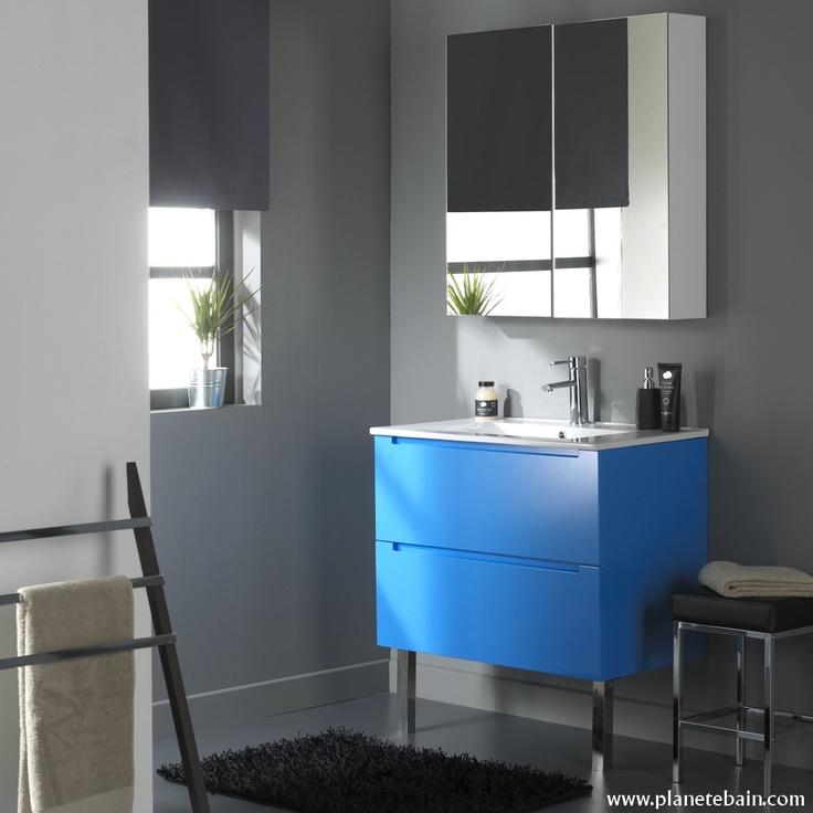 Ce meuble bleu électrique fera sensation dans la salle de bain  #meublebleuelectrique