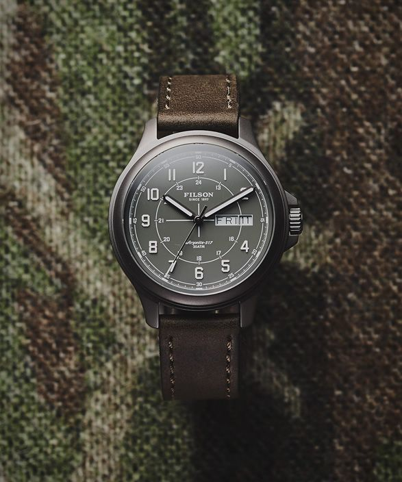 28520d9857c O relógio clássico é feito com a mesma construção e materiais como seu  relógio clássico MackinawField