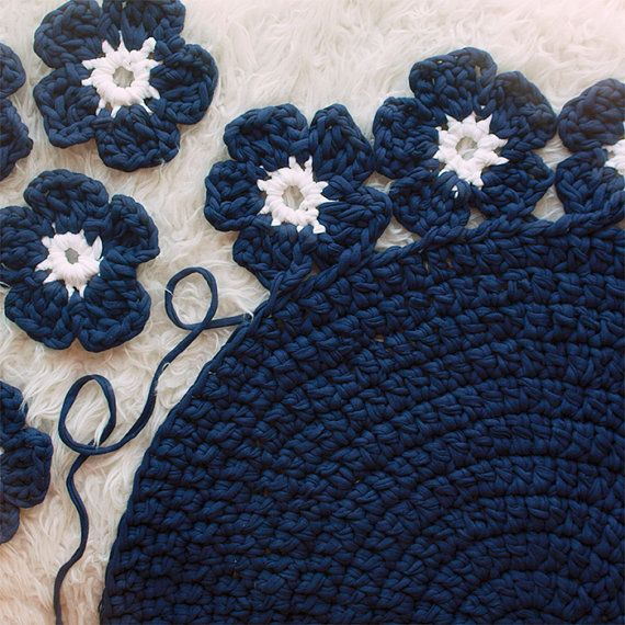 Crochet with Trapillo hand woven carpet model Camelia. by SusiMiu