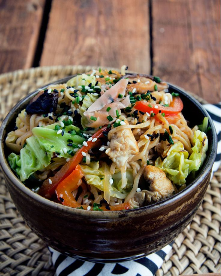 4. Chicken Yakisoba #healthy #recipes #ramen http://greatist.com/eat/healthier-ramen-recipes?utm_source=pinterest