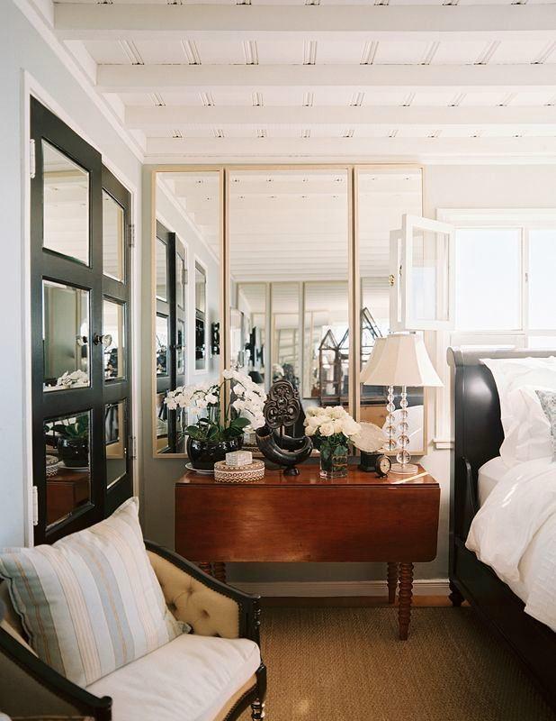 Спальня в цветах: черный, серый, белый, темно-коричневый. Спальня в стиле классика.