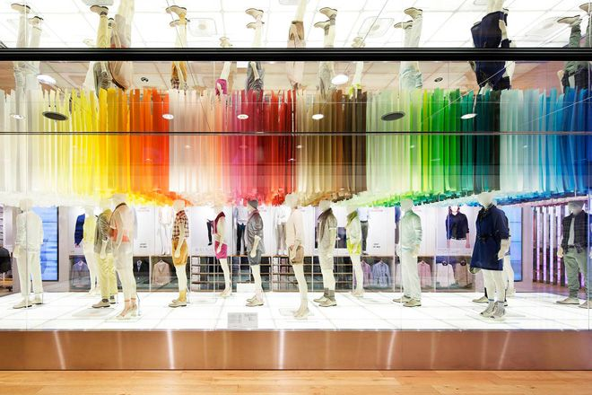 Magasin UNIQLO à Toyko par Emmanuelle Moureaux - #Mode - Visit the website to see all photos http://www.arkko.fr/magasin-uniqlo-a-toyko-par-emmanuelle-moureaux/