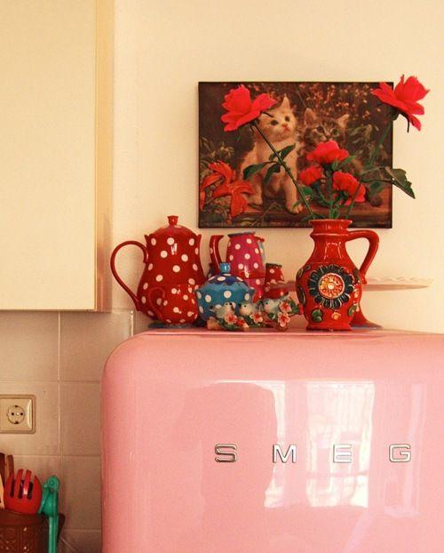 smeg: Pink Fridge, Polka Dots, Dreams Kitchens, Red And Pink, Retro Fridge, Retro Refrigerators, Smeg Fridge, Pink Kitchens, Vintage Tea