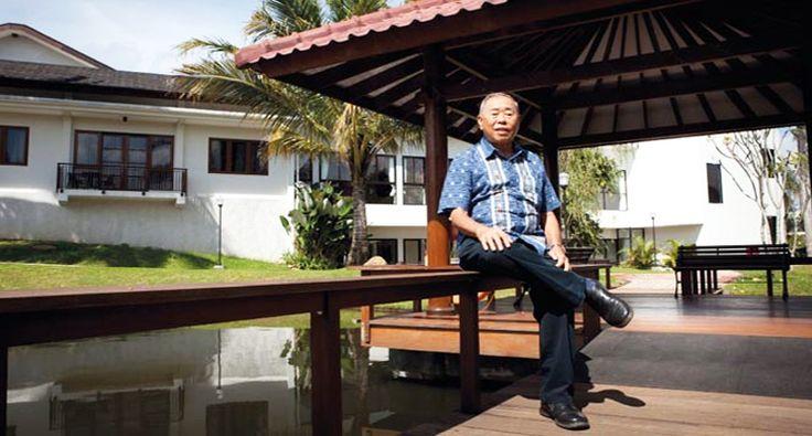 PasssionMagz.com  80 Tahun, Januar Darmawan menghabiskan sebagian besar hari-harinya di rumah pensiun pada enam belas hektar tanahnya yang dikenal sebagai Taman Darmawan di Bogor. Namun, Januar adalah sesuatu tetapi pensiun: selama enam tahun terakhir ia telah diam-diam menuju sebuah perusahaan investor malaikat dan inkubator bisnis dari lokasi ini