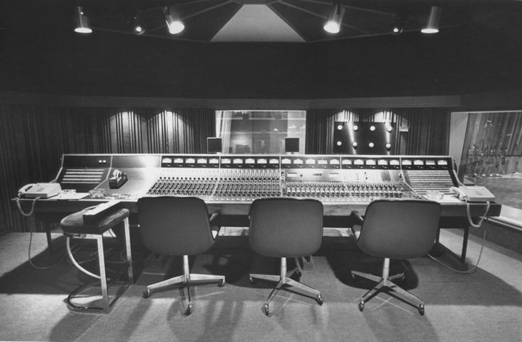 The reason that Crash Symphony Productions has become THE Sydney Recording studio over other #recordingstudios is because we strike the right balance between the old-school analogue art of recording audio, and the modern 'In-the box' approach to making music. http://bit.ly/11i4zub