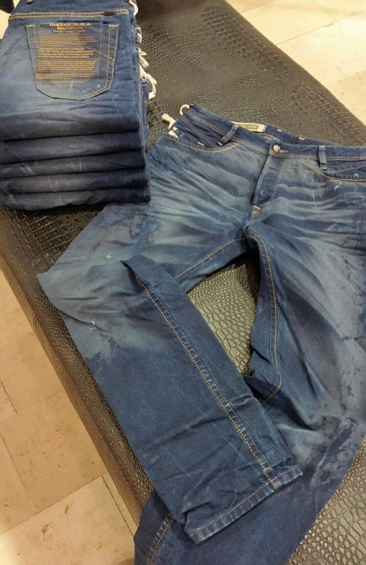 L'incontournable à prix cassé ! Jeans Diesel Homme : -50% de remise - 125 euros au lieu de 250 euros. --> Coupe droite ajustée, délavage fashion, taille basse, look très tendance. RDV chez PARANO - Reims