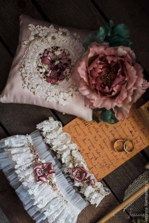 Купить Комплект свадебных аксессуаров - белый, подушечка дя колец, подвязки невесты, подвязка кружевная