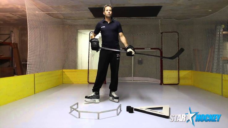 SmartRink Swiss Distributor - STARHOCKEY demonstrates the ProFast8000-SG panel with SMARTGLIDE permanently infused glide enhancer.