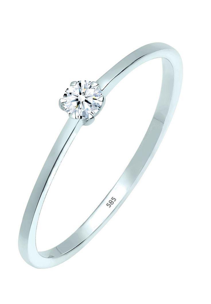 Perfekter Klassiker. Dieser stilvolle Diamantring aus feinstem 585er Weißgold trägt als Highlight einen aufwendig geschliffenen Diamanten in einer Krappen-Fassung. Diese Art von Fassung hebt den Glanz des Brillanten besonders schön hervor und garantiert optimalen Lichteinfall. Dank der ausgezeichneten Verarbeitung schmiegt sich der Ring angenehm an den Finger. Lasse diesen funkelnden Diamantrin...