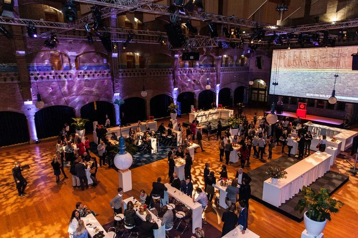 Modern facilities are seamlessly integrated into the unique and inspiring fabric of this historic building. Hendrik Berlage's architectural tour de force adds a special dimension to your business gathering or celebration.