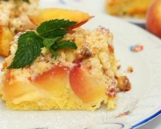 Gâteau-crumble aux pêches sans matières grasses : http://www.fourchette-et-bikini.fr/recettes/recettes-minceur/gateau-crumble-aux-peches-sans-matieres-grasses.html