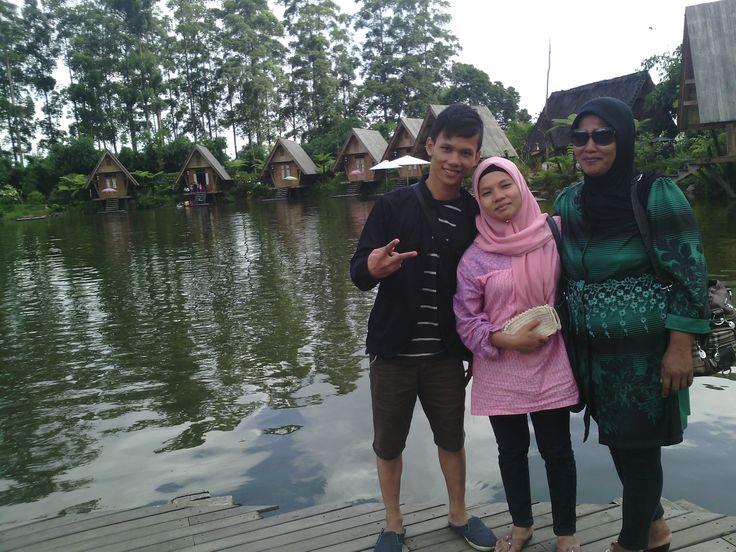Dusun Bambu juga memiliki taman bunga lavender yang menambah keindahan suasana alam yang ada. dan terdapat pula danau yang di kelilingi saung (gubuk) di pinggir danau secara melingkar mengelilingi danau yang mana didalamnya terdapat tempat makan yang menambah nilai uniknya Dusun Bambu. info lebih lanjut Hp 081221567121 web: www.qinanatour.com