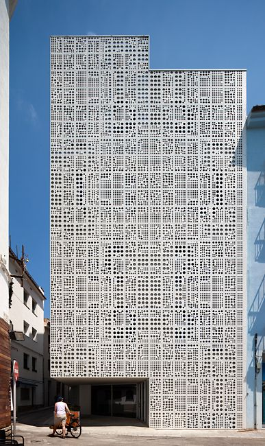 24 different panels of polymer concrete were designed to make the mosaic. By ulmaarchitectural.com