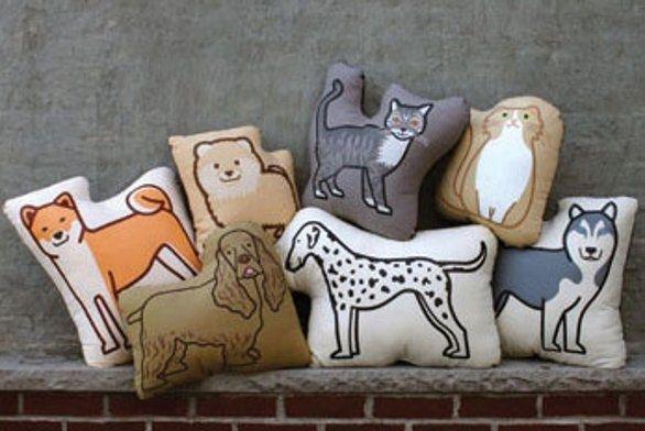 Cuscini a forma di cane e gatto by PillowPillowPillow