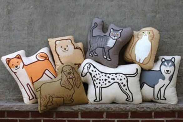Cuscini a forma di cane e gatto by PillowPillowPillow
