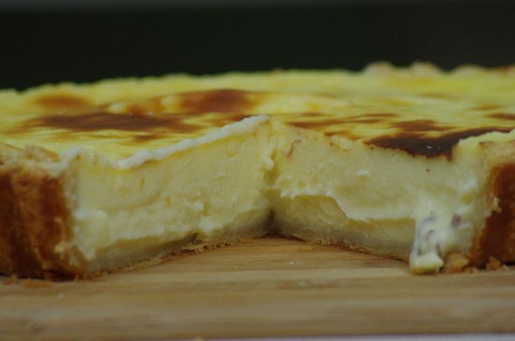 Vocês já ouviram falar do tradicional Flan Parisien? É um doce com uma textura parecida de um pudim e um sabor de baunilha. Nesta receita demos um toque brasileiro dando um sabor de maracujá. Ficou uma delicia!