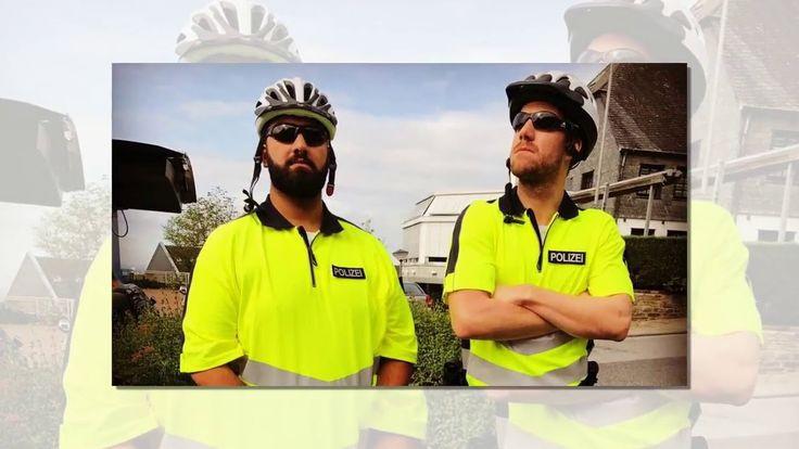 """Anhalten Polizei! Ob die wirklich Strafzettel verteilen werden? Neon-gelbe Shirts mit """"Polizei""""-Schriftzug Fahrradhelme und obercoole Posen. So präsentieren sich die beiden Comedians Luke Mockridge (28) und Faisal Kawusi (26) derzeit auf einem witzigen Foto. Was die beiden wohl vorhaben?   Source: http://ift.tt/2ePCW4V  Subscribe: http://ift.tt/2s1Dflo Kawusi & Luke Mockridge: Witziger Polizeieinsatz!"""