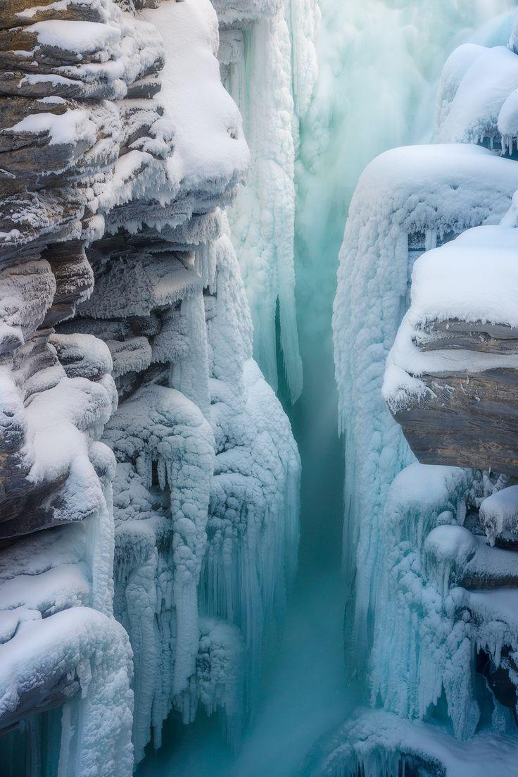 Athabasca falls in Jasper. Nature is an eternal source of inspiration and desires. Природа - вечный источник вдохновения и желаний.Красивые фотографии природы.