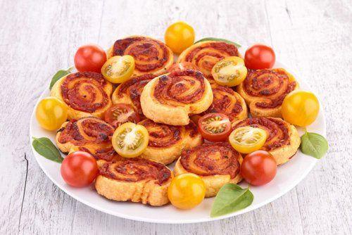 Molinetes de atun, queso y tomate