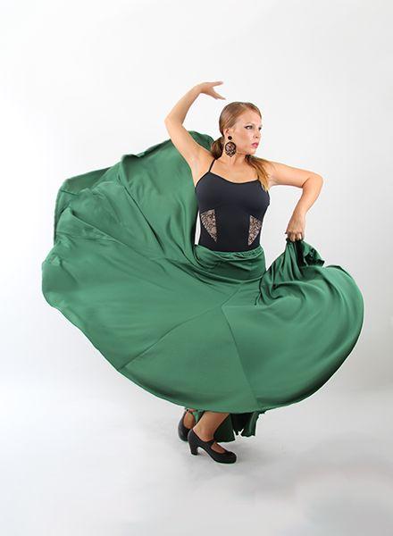 Faldas de Flamenca de ocho godet de cintura normal verde, con un gran vuelo. Este modelo de faldas flamencas están disponible en punto de seda en diferentes colores lisos. Son ideales para academias de baile de flamenco. Moda flamenca 2015 El Rocío.  Fabricado en España. http://www.elrocio.es/faldas-flamencas-mujer/1866-faldas-flamencas-8-godet.html