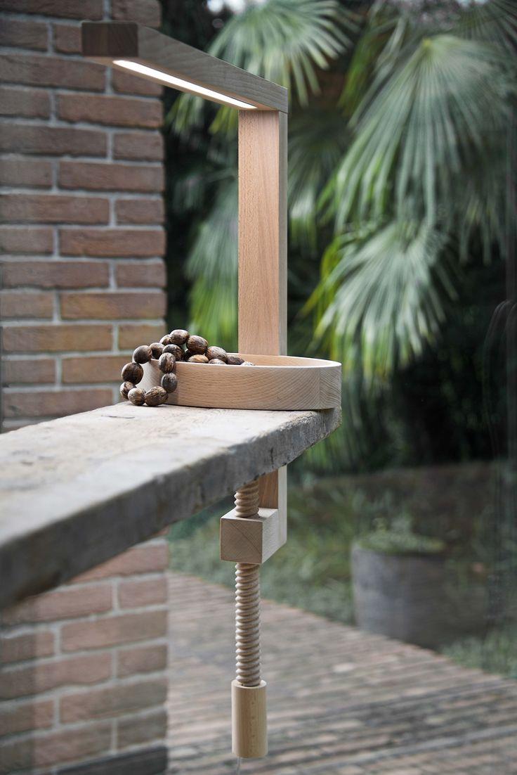 Lampada led in legno massello di faggio mod. VIT - con superficie trattata on olio naturale ecologico.