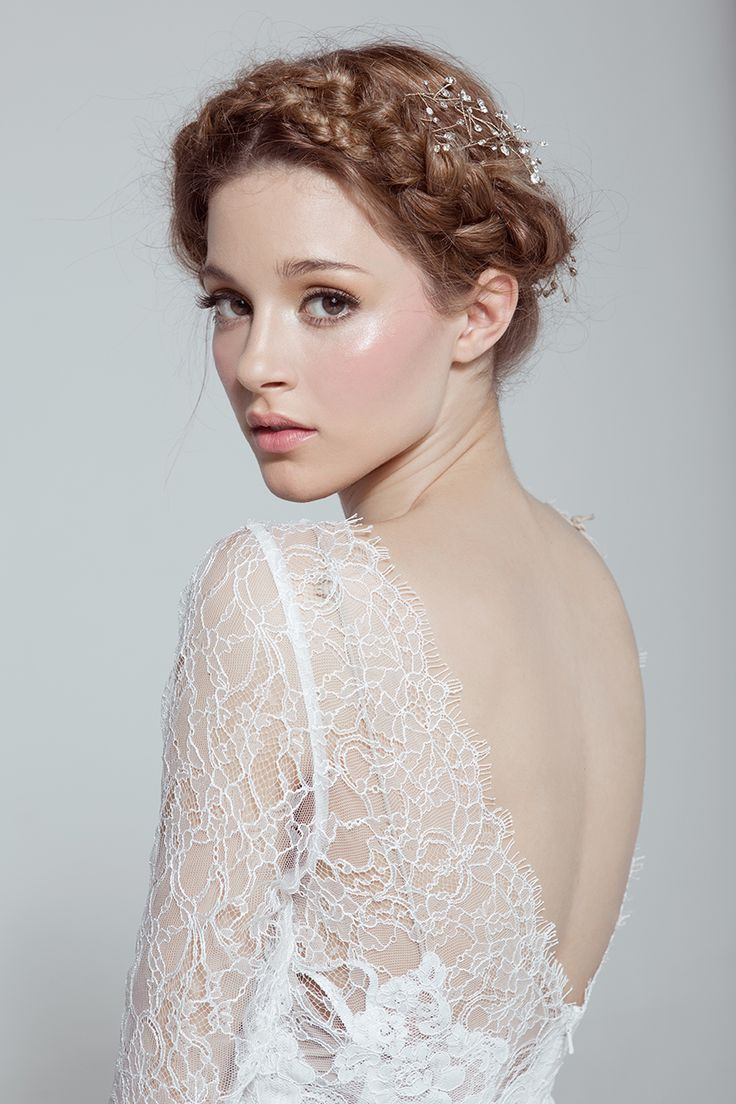 Love her makeup and the pose for our more commercial bride. CHIC BRIDES SUMMER 2014 - Jesy Almaguer