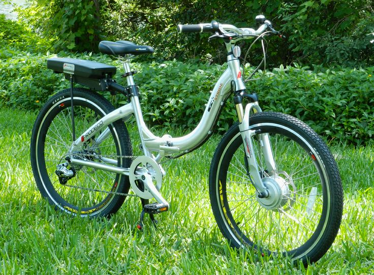 The modern brushed aluminum finish of the Stride sets it apart from all others of its type in the electric bicycle industry. Effortless ease of mounting and dismounting makes it perfect for all demographics thanks to the step-through frame.