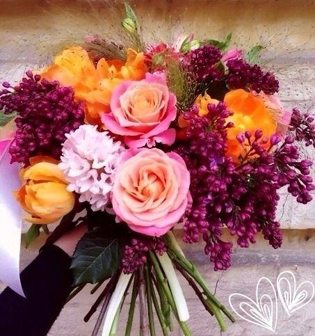Яркий букет от Flora Studio для яркой и не ординарной девушке. Цветы: гиацинт, роза кустовая, роза, альстрамерия, тюльпан, сирень. #florastudio