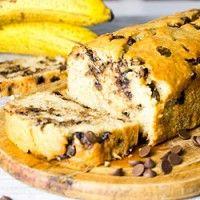 Bolo de banana com gotas de chocolate