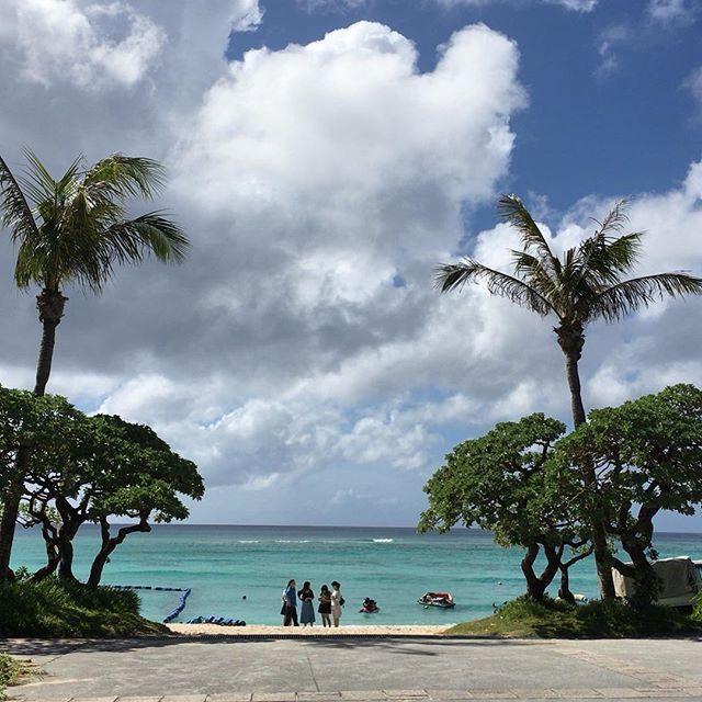 【hito.222】さんのInstagramをピンしています。 《沖縄5日目 9/29の#ブセナビーチ やっぱり海と空の写真は無加工は1番きれい✦ฺ . . . #okinawa#沖縄#名護市#部瀬名#海#海pic#空pic#ブセナ海中公園 #ブセナ#ブセナリゾート#海中展望台#ちょっと遅めの夏休み#3歳2ヶ月#パパと息子#0歳6ヶ月#ハーフバースデー#ハーフバースデー旅#ママと娘#親バカ#親バカ部#👦🏻#👶🏻#👳🏿#🏖》
