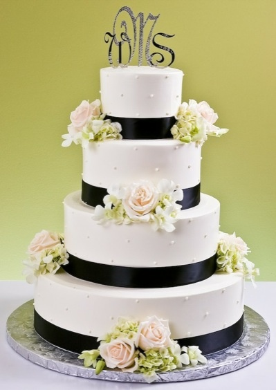 wedding cakes with initials on top 17 best images about monogram wedding cakes on 26046