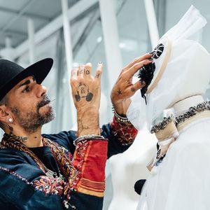 テーマは夢遊病モロッコ在中クチュールデザイナーがドーバー銀座のためにコレクション制作